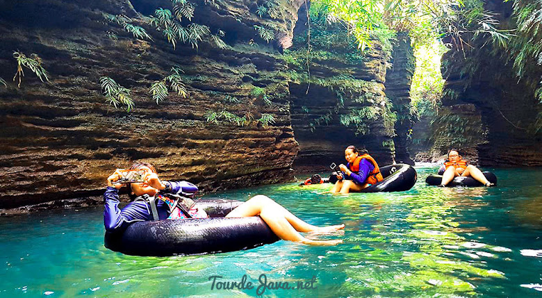 aktivitas river tubing green santirah pangandaran