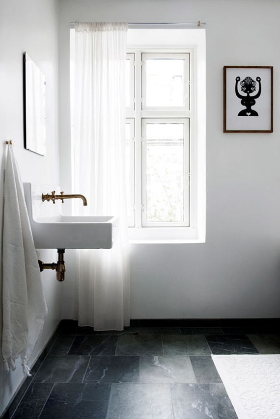 Contemporary scandinavian bathroom via Elle.dk