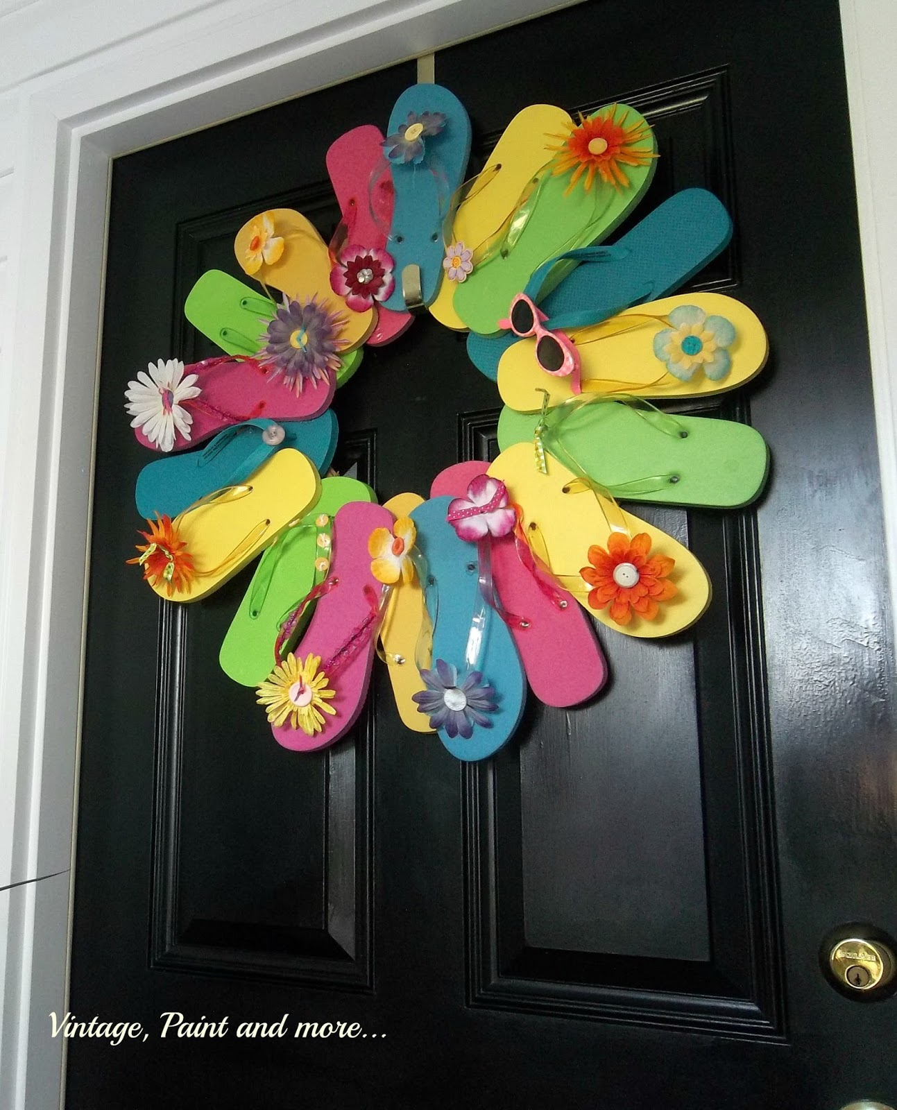 Vintage, Paint and more... flip flop wreath, wreath made from flip flops, flip flops used in a wreath