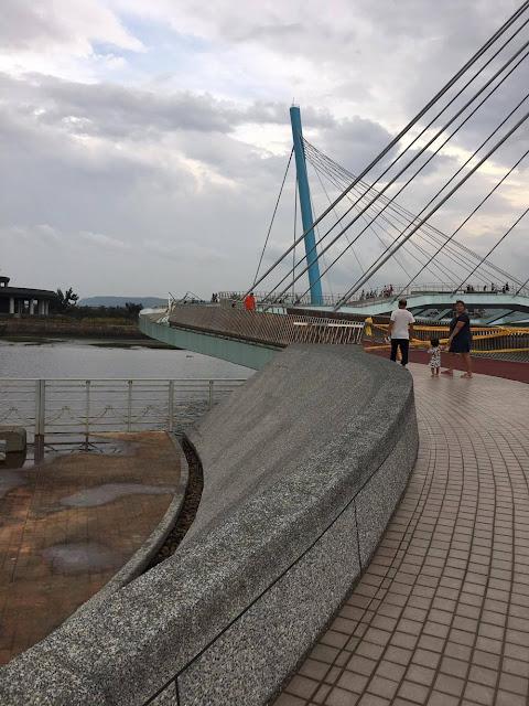14536480 1038100489621295 1815732377 o - 高美濕地新地標再會了,耗資2億多元景觀橋剛啟用後就被颱風吹毀了