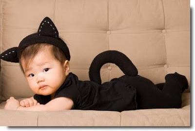 Bebê fantasia de gatinho.