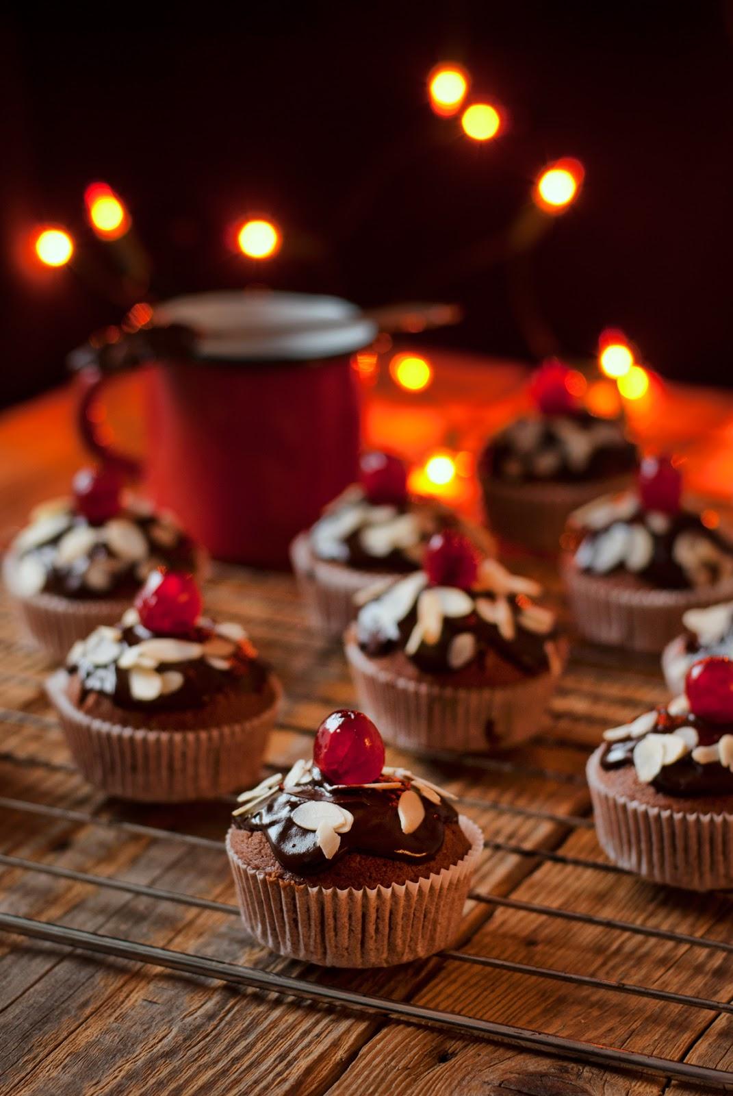 Bezglutenowe babeczki z czekoladą i migdałami