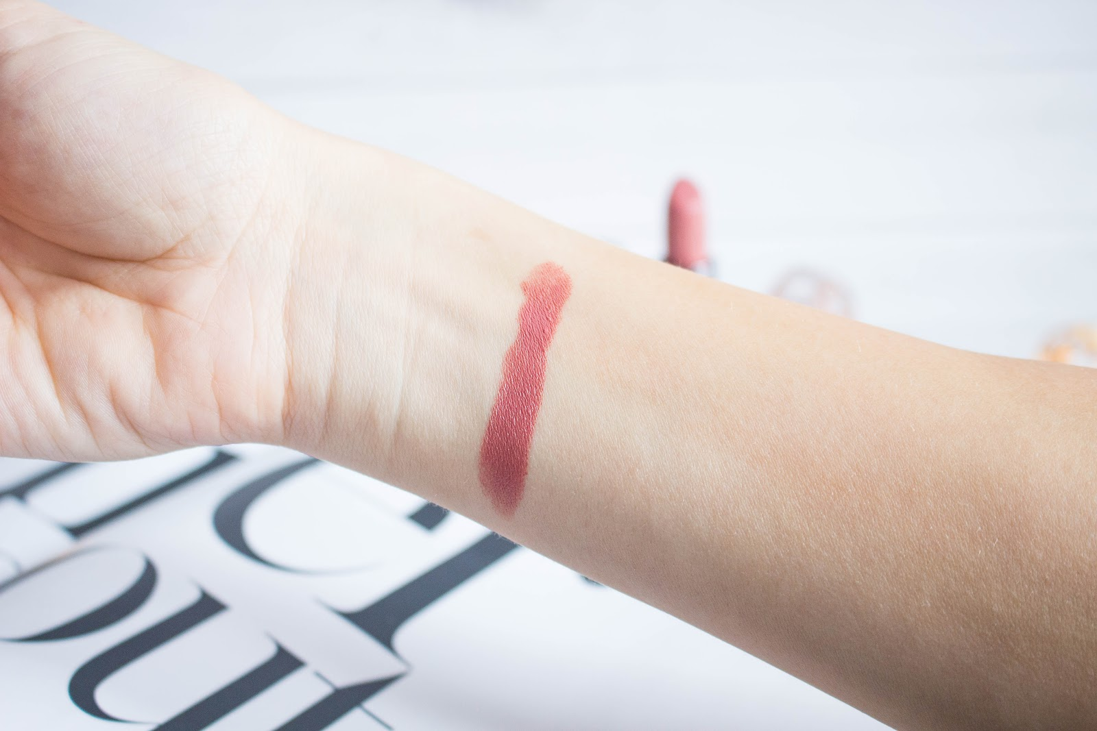 Urban Decay Cream Lipstick Liar Ревю