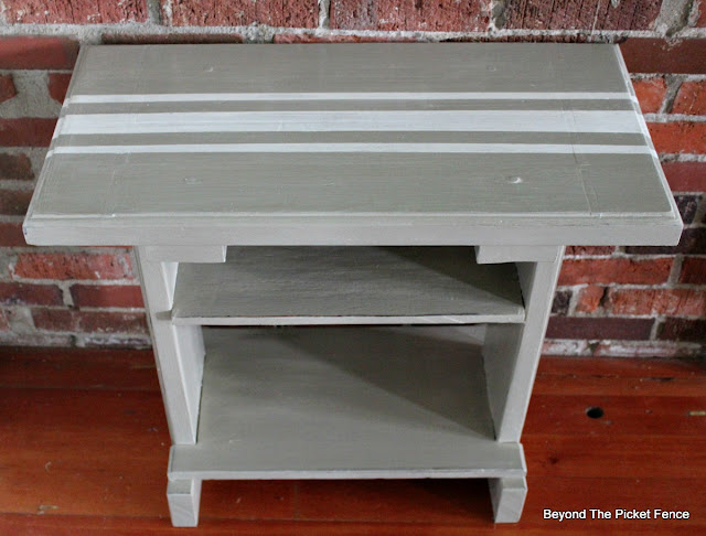 side table, Fusion Mineral Paint, French linen, paint it, http://bec4-beyondthepicketfence.blogspot.com/2016/05/french-linen-table.html