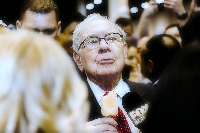 Buffett Face-Tech-based Changes Between Investor Questions