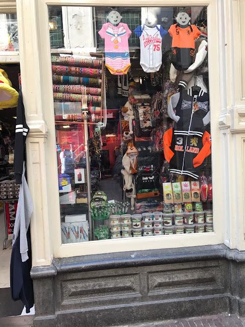 amsterdam-vitrina-unui-magazin-oarecare