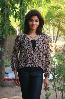Tamil Actress Sai Dhansika at Vizhithiru Movie Press Meet Stills  0012.jpg