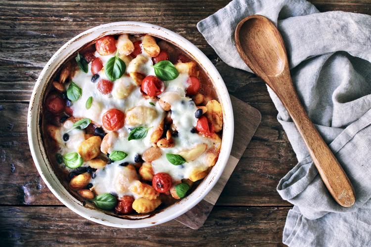 tomaattinen gnocchi-papuvuoka