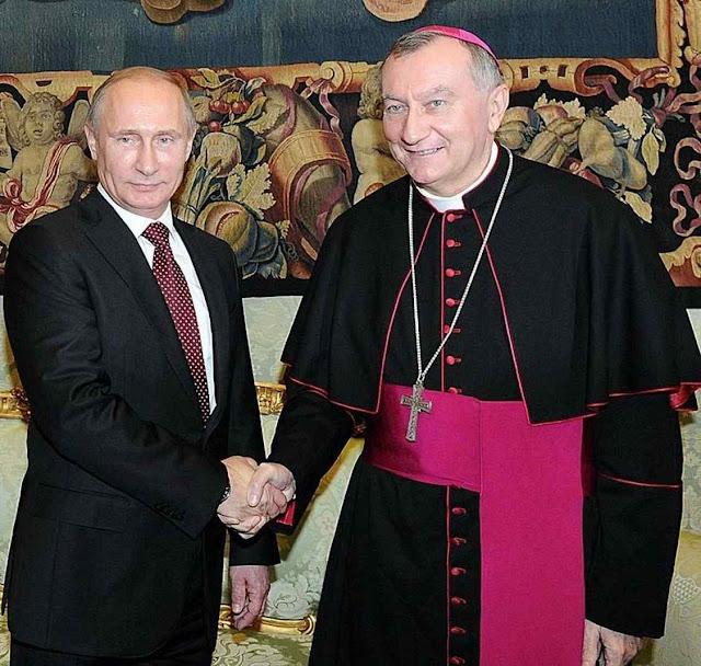 Amizades na Rússia valeram ao Cardeal Parolin a condição de 'papabile'. Católicos russos e ucranianos gemem vendo o pastor estreitando a mão do lobo.