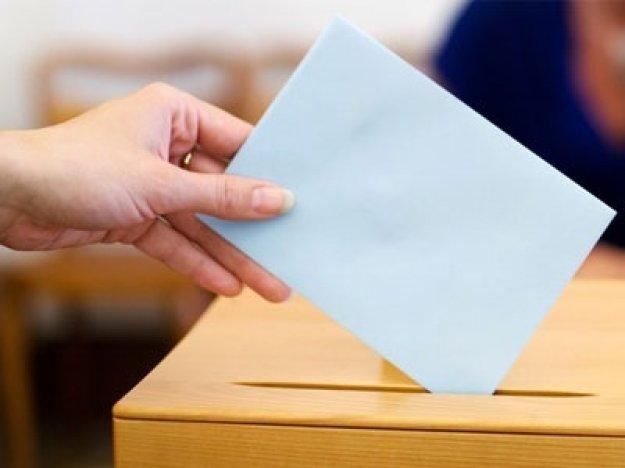Ψήφος για τους 17χρονους και απλή αναλογική στις αυτοδιοικητικές εκλογές