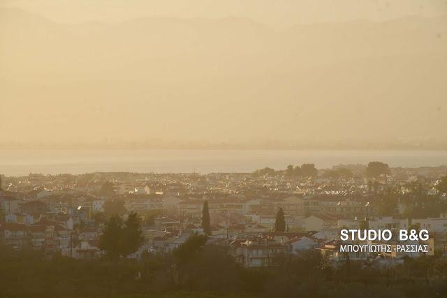 Μειωμένη ορατότητα από την αφρικάνικη σκόνη και στο Ναύπλιο (βίντεο)