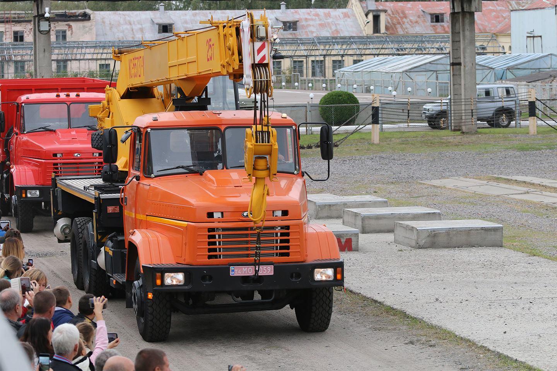 Автокран КС-55727 на шасі КрАЗ-65053 (6х4)