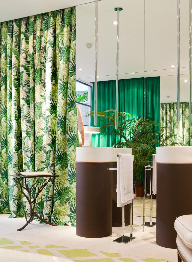 deco-inspiracion-greenery-pantone-baño-cortinas-botanicas-casa-decor