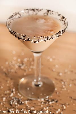 christmas cocktail, reindeer tracks, chocolate  vodka, hazelnut liqueur, Frangelico, dark creme de cacao, cream