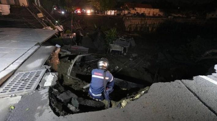 Jalan Gubeng Amblas Dіdugа karena Prоуеk Basement RS Sіlоаm
