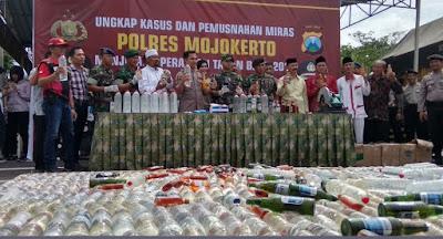 Polisi Gagalkan Pengiriman 1.644 Botol Arak Tuban ke Mojokerto