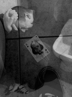 Me, (30?) gennaio 2005. Sovrapposizione di una foto scattata presumibilmente la sera del 6 settembre 2015 ai cessi del vecchio Tambourine di Seregno (MB), dove provavo col gruppi in cui cantavo. Foto originale disponibile su http://bit.ly/aceofspadeseregno