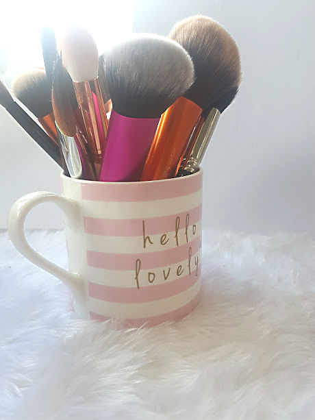 storing makeup brushes