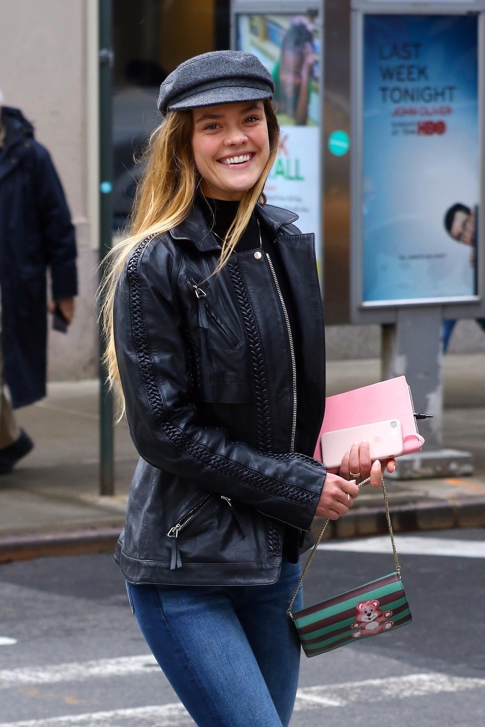 Nina Agdal out in New York City : ニューヨークのニーナ・アグダル