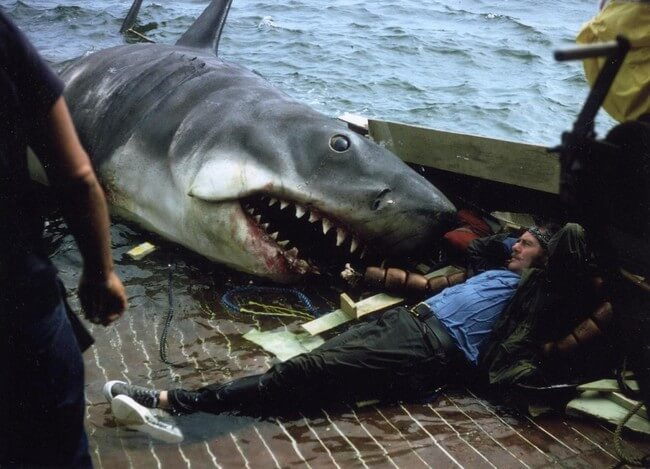 60 Iconic Behind-The-Scenes Pictures Of Actors That Underline The Difference Between Movies And Reality - Robert Shaw relaxing before being eaten in Jaws.