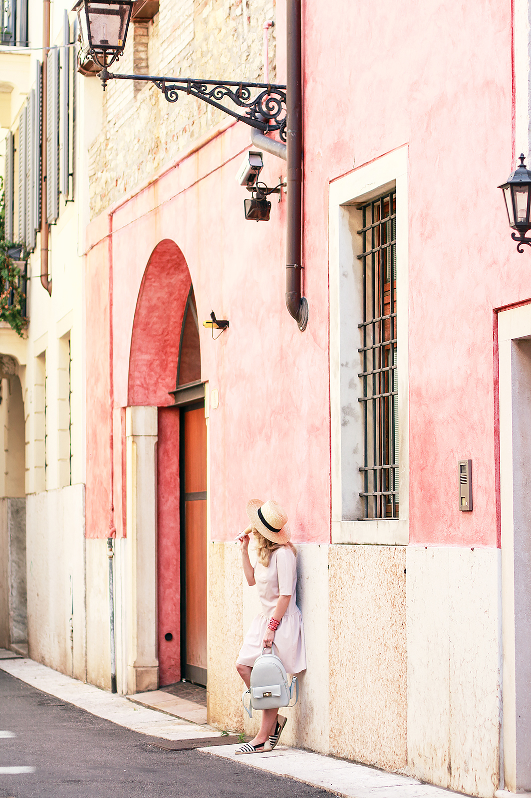 travel_blog_fashion_blogger_moscow_rita_maslova_italy_verona_pink_romantic_summer_outfit_mint_
