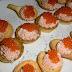 Petit fours de crema de salmón y vodka con pimienta rosa