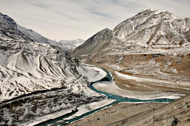 Berjalan di Frozen Zanskar River