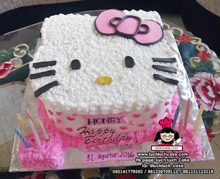 Kue Tart Kepala Hello Kitty Lucu Buttercream