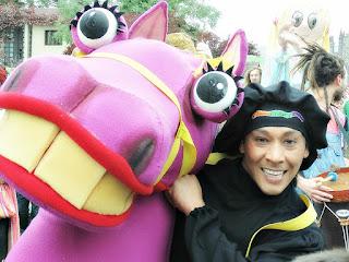 Duglas Chaton, como Tucu-ti, no Desfile de Bonecos de Canela