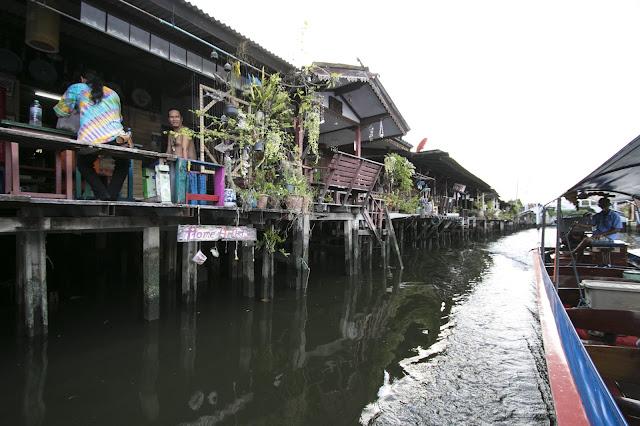 Crociera sui canali del quartiere di Thonburi