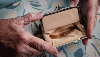 Πάτρα: Γιαγιά προσέφερε όλη τη σύνταξή της για να κάνουν Πάσχα φτωχά παιδιά