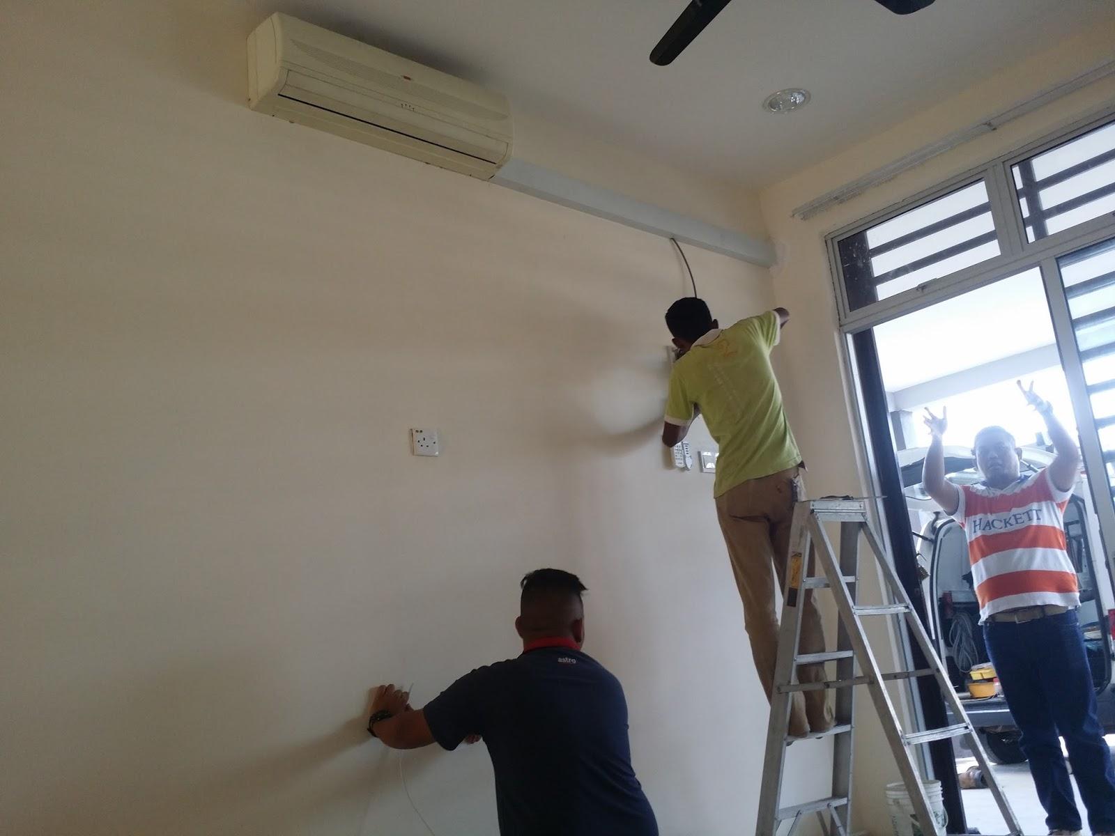 Kerja Pemasangan Aircond 1 5hp Di Ruang Tamu Homestay Fayyadhah 2 Kuantan Under Construction