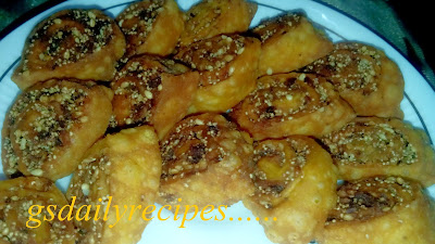 बाकरबड़ी बनाने की विधि - bhakarwadi recipe - how to make bhakarwadi - bhakarwadi recipe in hindi