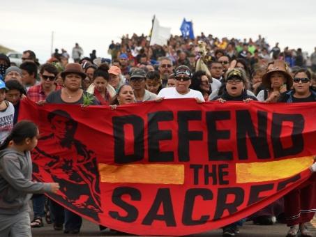 Firme la protesta de nativos contra oleoducto en Dakota, EE.UU.