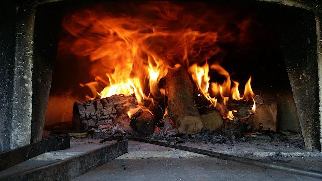 pizza bruciata a legna
