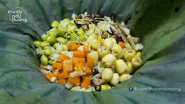 Cơm chay trộn hạt sen gói trong lá sen