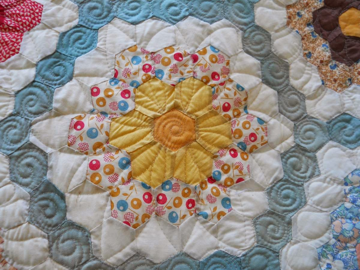 Cascade Quilts Grandmother S Flower Garden Hexagon Quilt