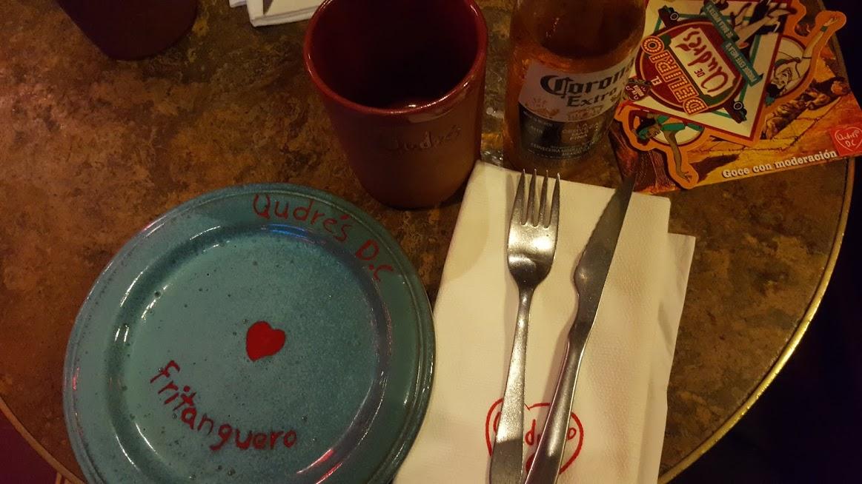 Detalhe da louça no restaurante Andres Carnes Des Res na Zona T - Bogotá