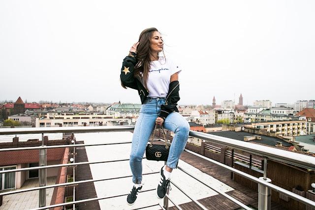 Vintage jeans Paulinye  x  NA-KD - Czytaj więcej