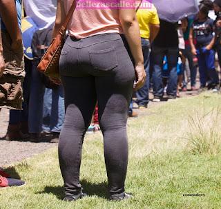 bonita chica nalgona pantalones pegados