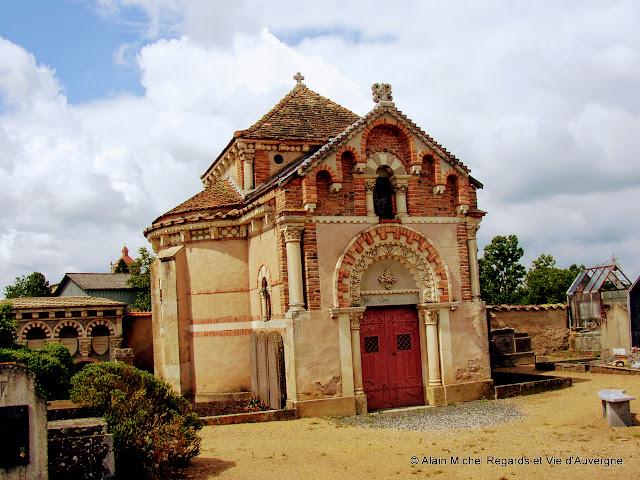 Sermentizon, cimetière, chapelle de la famille De Pierre.