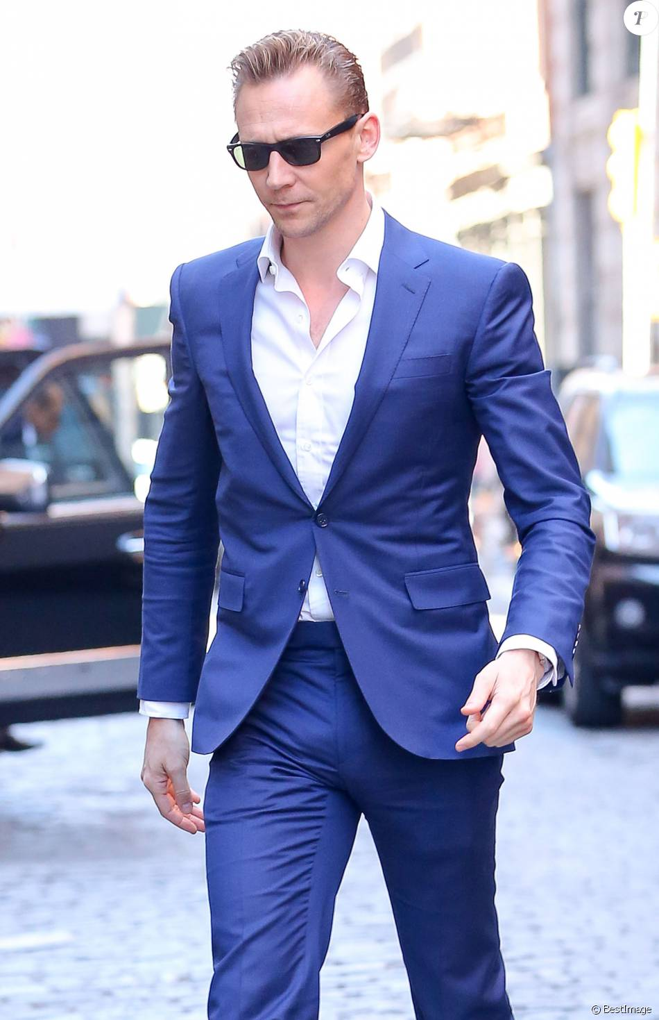 Famous Eye Candy: Tom Hiddleston Bulging Out in the Streets