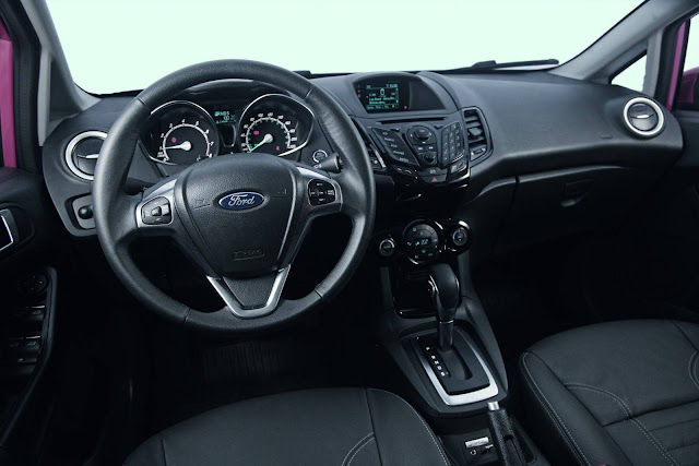 Ford New Fiesta EcoBoost 2017 - interior - painel