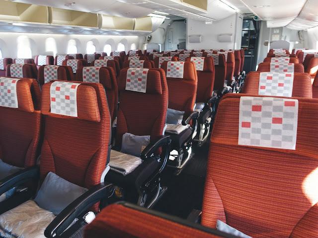 日本航空 JL773 機内