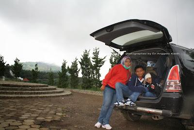 Traveling ke Pegunungan Dieng bersama keluarga.