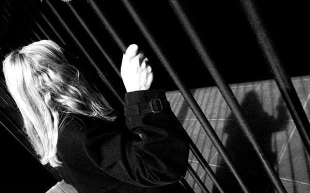 Αντιδράσεις για την καταδίκη στο Ναύπλιο σε 15 χρόνια της 22χρονης που αμύνθηκε με μαχαίρι σε σεξουαλική επίθεση