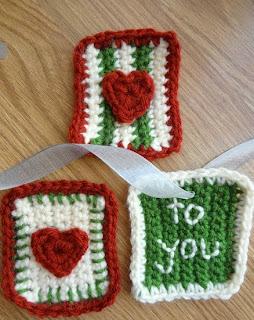 http://www.fiberfluxblog.com/2012/12/free-crochet-patternstitchy-gift-tags.html
