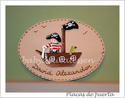 placa de puerta infantil pirata con loro en barco babydelicatessen