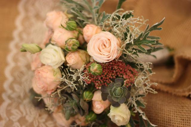 Brautstrauß in Pastelltönen mit Succulenten, Hochzeitsmotto aus M wird M, Pastell und Vintage im Riessersee Hotel Garmisch-Partenkirchen, Bayern