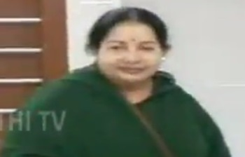 AIADMK Supremo Jayalalithaa casts her Vote at Chennai's Stella Maris College – Thanthi Tv